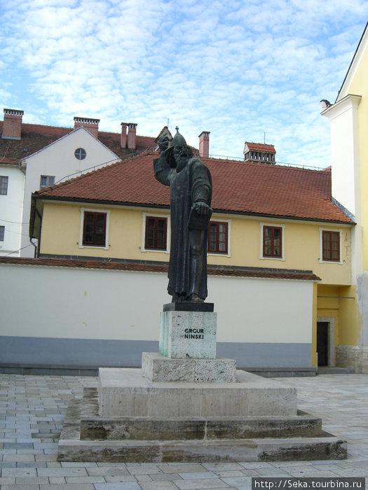 Статуя епископа Гргура Нинского