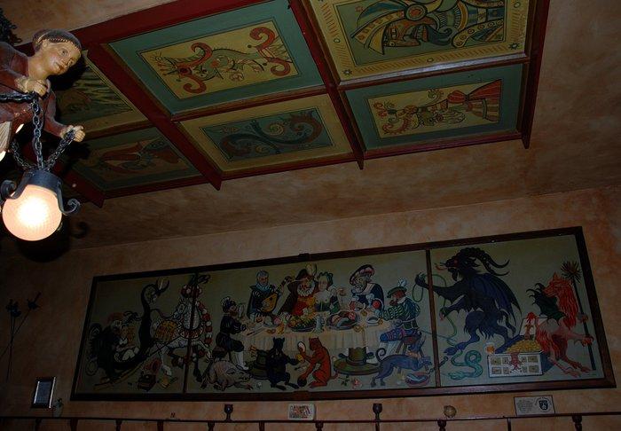 фрагмент стены и потолка