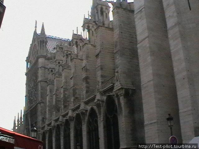 Знаменитый собор Парижской богоматери — Нотр Дам де Пари на острове Сите. Именно с него и начинался Париж