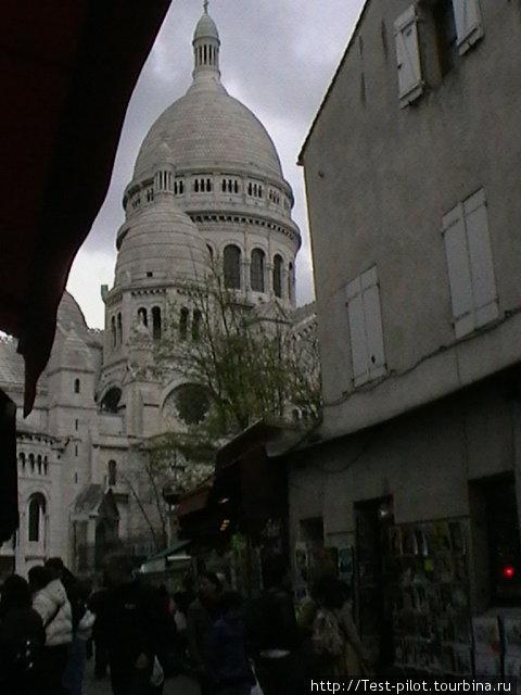 Самое величественное сооружение Монмартра это Базилика Секре Кер