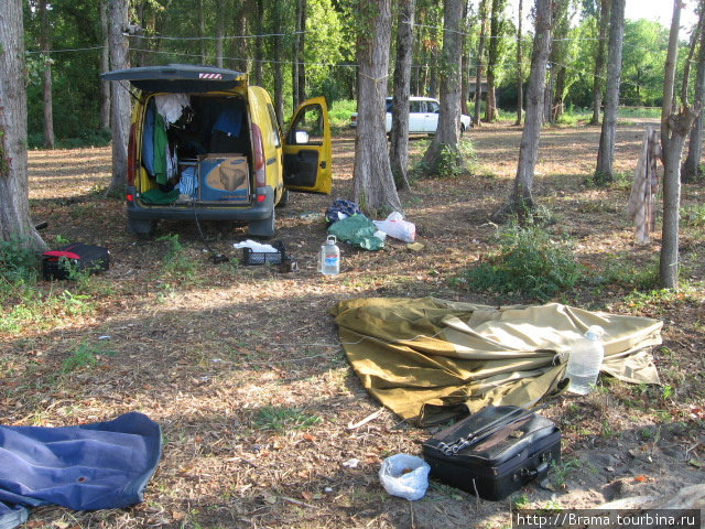 Вот так стояли машина и палатка