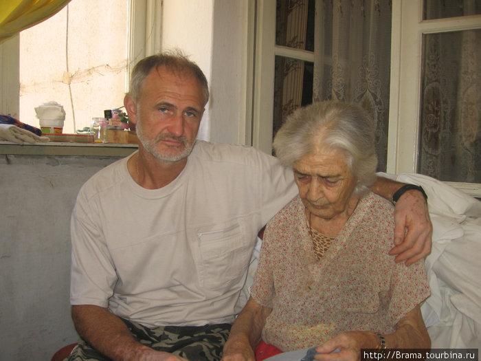 А это моя абхазская свекровь Нина Ивановна Гобечия, почётный донор, а сейчас просто больной человек. Это ей предназначались деньги, бессовестно украденные у нас жителями пос. Приморский.