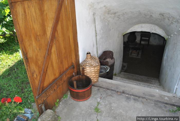 Винный погребок, где делают домашнее вино.