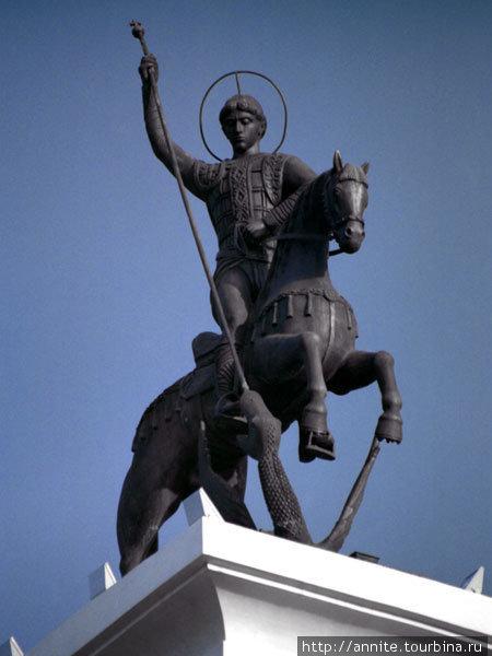 Памятник Георгию  Победоносцу на бульваре Победы.