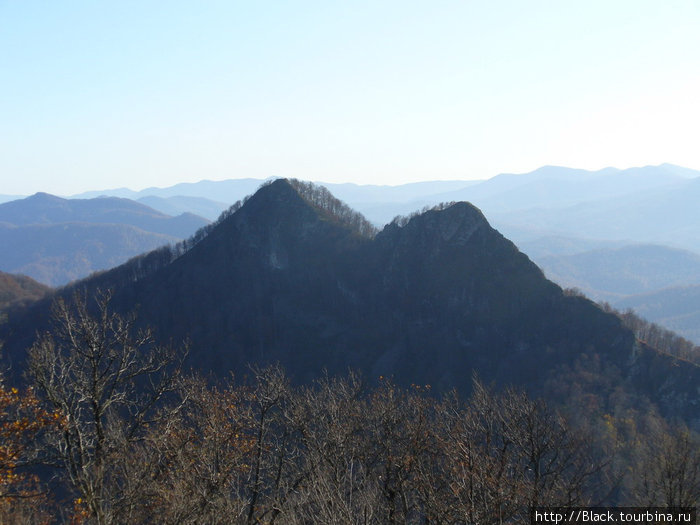 Гора Два Брата с траверса Семашхо