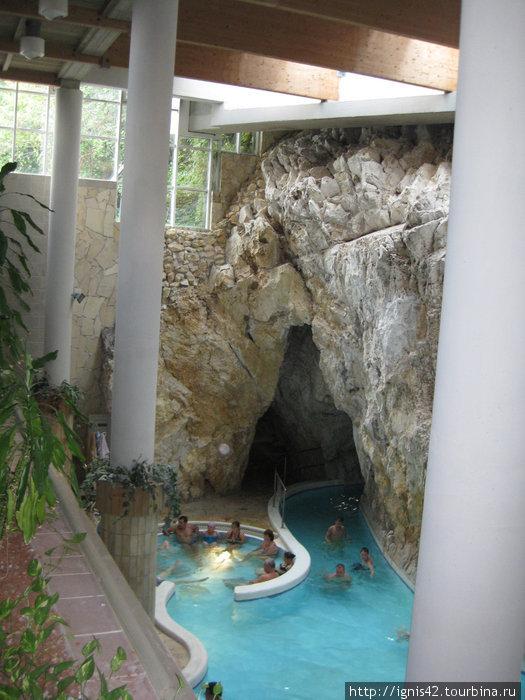 Венгрия г.Мишкольц термальная купальня в горе