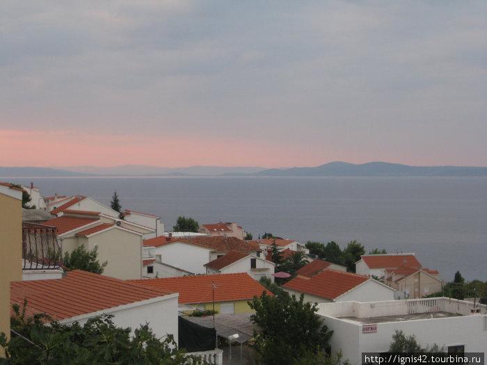 Рассвет.фото с балкона наших апартаментов.