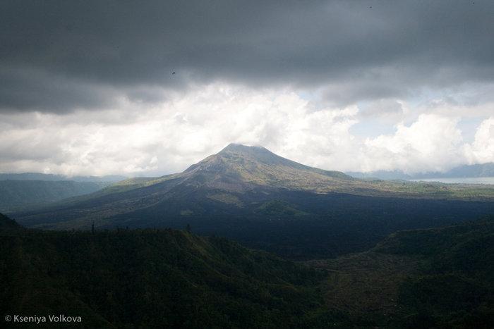 вулкан Кинтамани перед на