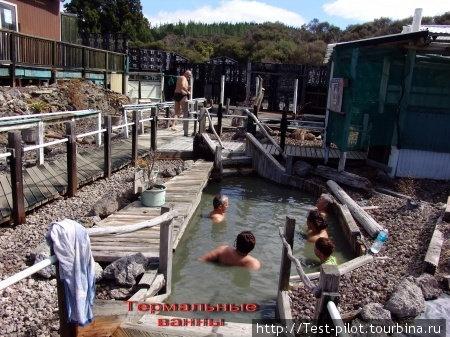 Термальные ванны NGAVHA. За 4 НЗ доллара можно попытаться полежать в 20 таких водоемах. Попытаться — т.к. в некоторые залезть невозможно из-за того, что слишком горячи.