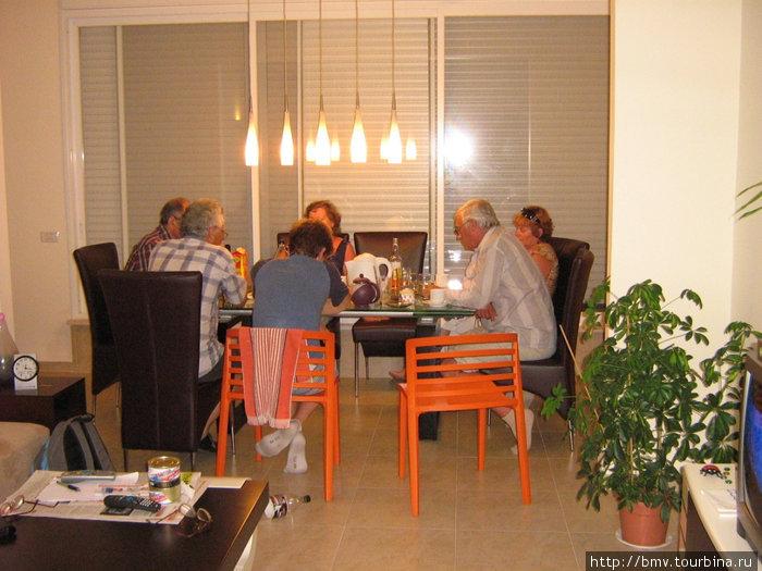 Товарищеский ужин у бывших соотечественников