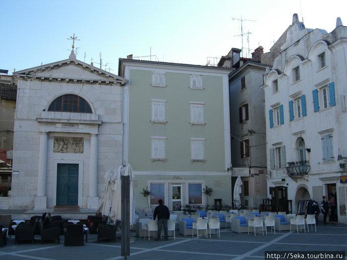 Церковь Святого Петра — слева