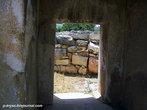 Вид из-под каменных блоков храма