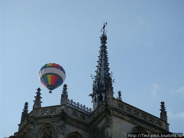 Воздушный шар над королевским замком в Амбуазе