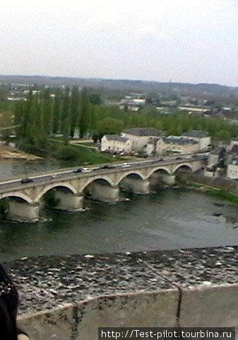 Мост через Луару. Вид из замка в Амбуазе.