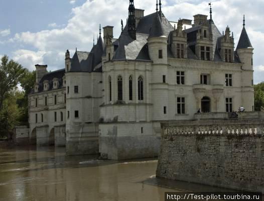 Королевский замок Шенонсо — один из самых красивых замков Луары