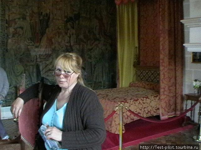 В спальне Габриэллы дЭстре