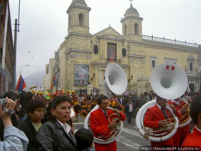 В это же храме храниться отрезанная голова Писарро — завоевателя Перу. Отвоевался, стервец...
