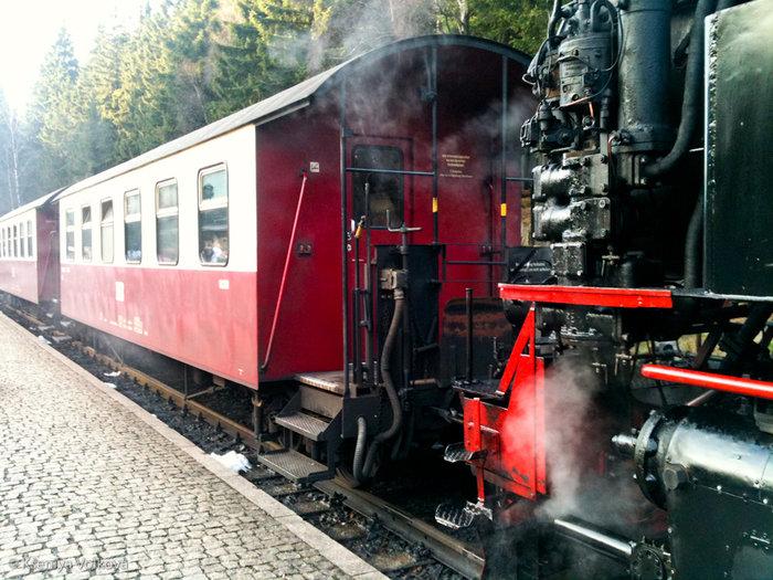 Так выглядит сам поезд. Остановка в Ширке.