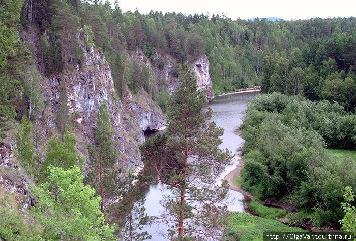 Гряда скал у реки Серга