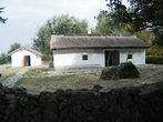 Дом, в котором останавливался поэт в Тамани (слева).