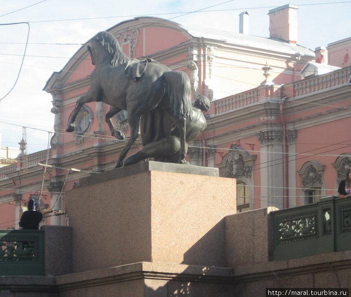 Бронзовые кони скульптора П.К Клодта на Аничковом мосту через Фонтанку в створе Невского проспекта стали одним из символов Петербурга. Они олицетворяют собой победу человека над силами природы