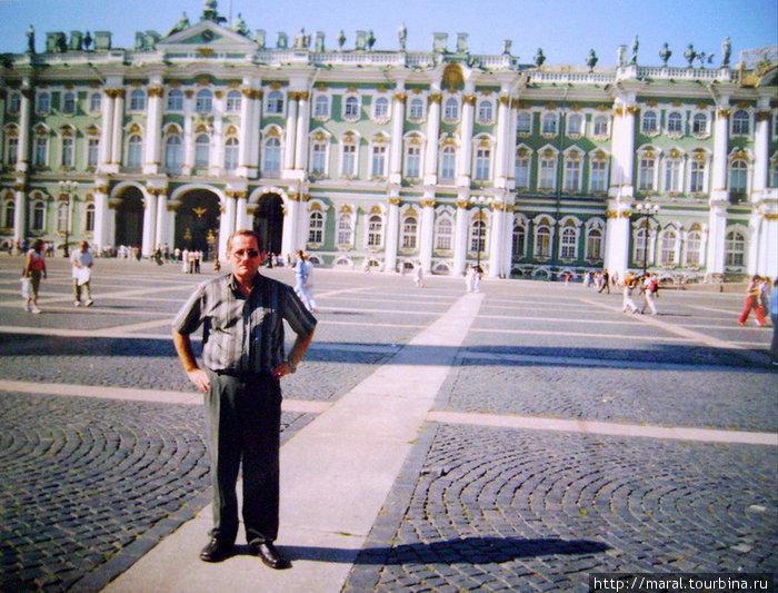 Зимний дворец построен в 1754-1762 гг. архитектором Б.-Ф. Растрелли по заказу императрицы Елизаветы Петровны — дочери Петра I