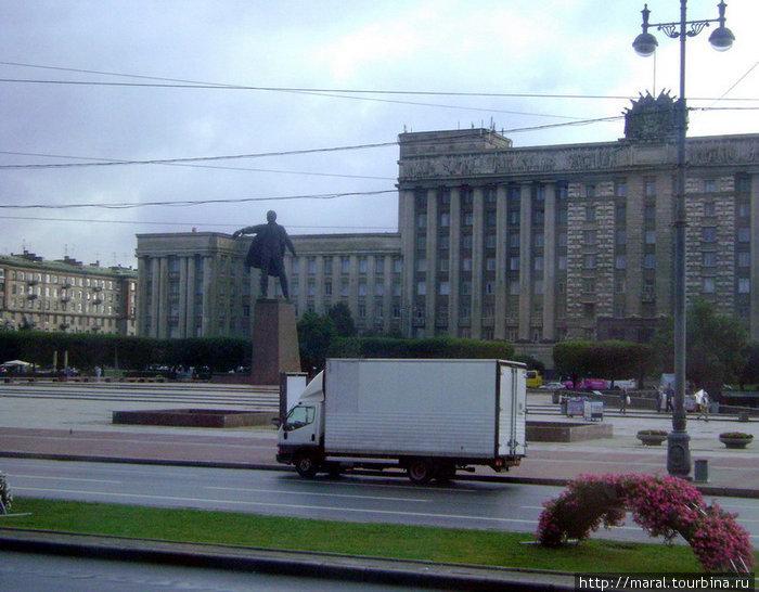О социалистической эпохе свидетельствуют памятники вождю Октябрьской революции. Памятник В.И.Ленину на Московской площади открыт 18 апреля 1970 г. (скульптор М.К.Аникушин, архитектор В.А. Каменский)