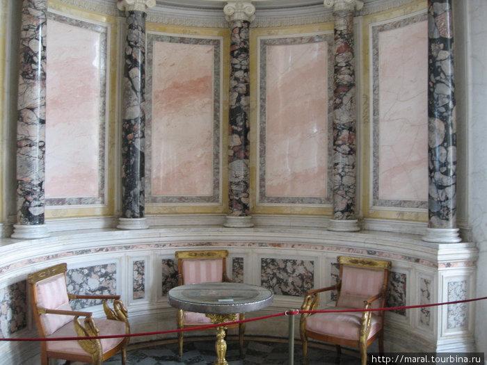 Ниша в восточной части Павильонного зала