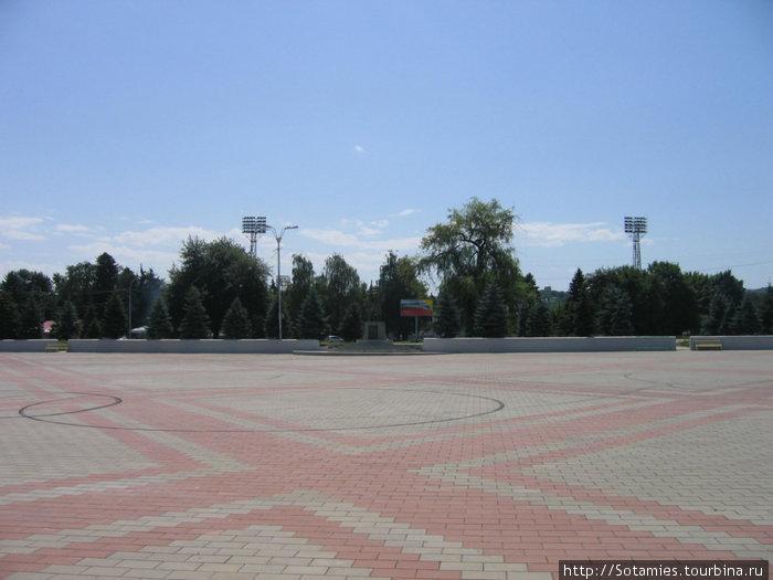 Абхазия или Круги. За ней — стадион
