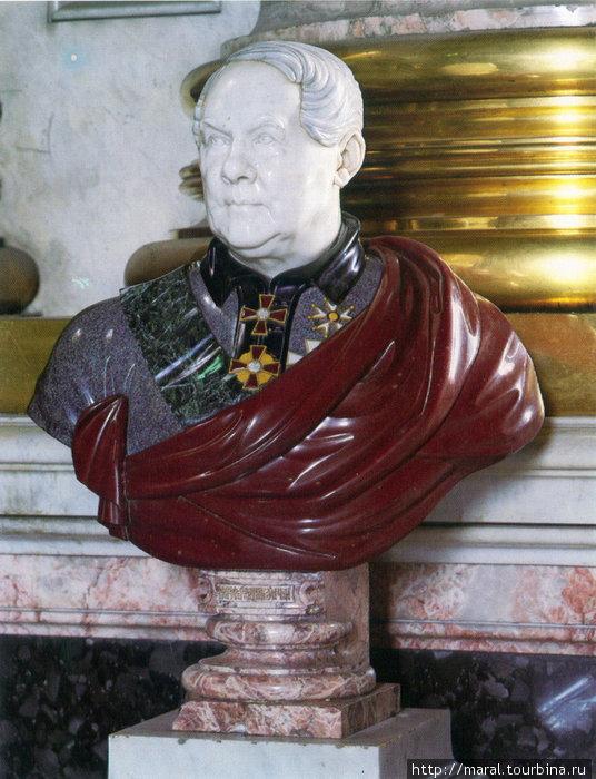 Бюст гениального архитектора Огюста Рикара де Монферрана в Исаакиевском соборе