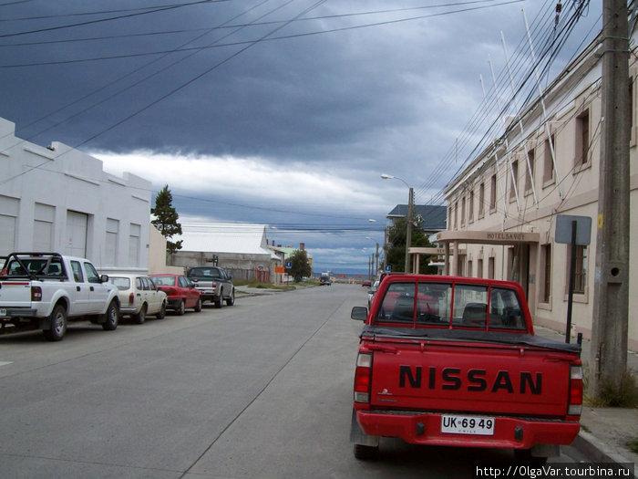 улица  Хосе Менендес — вид от отеля (на левой стороне улицы) на Магелланов пролив