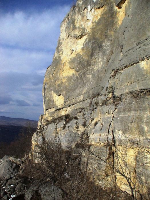 Скальные стенки.