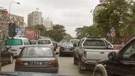 Центр Луанды — одна большая пробка. Похоже, трафик ничем и никем не регулируется. Или регулируется понятиями.