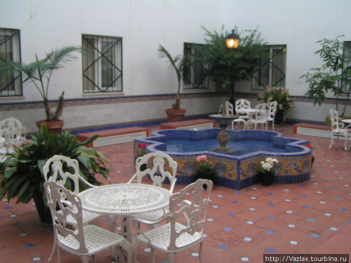 Дворик в андалузском стиле