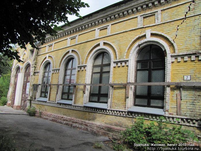 Старое здание синагоги.