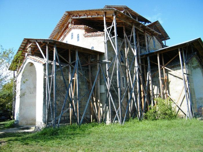 Храм 8 века в Лыхны, июль 2010