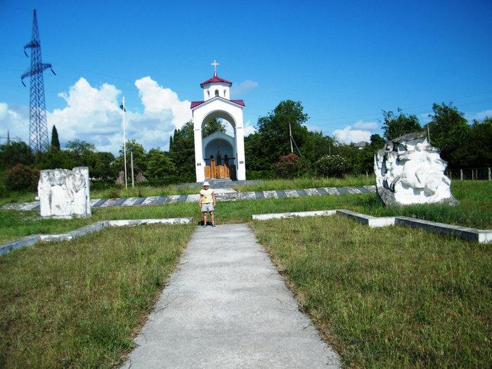 Мемориал в честь погибших в Отечественной войне 1992-1993 годов в Лыхны.
