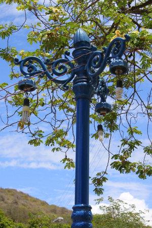 Фонарь с энергосберегающими лампами