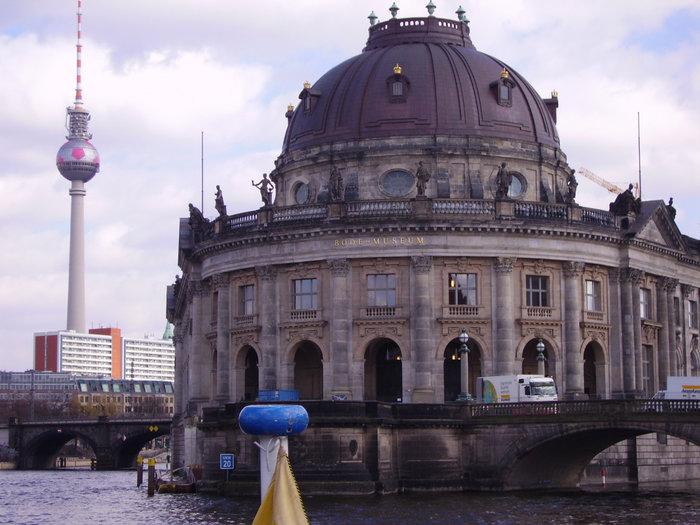 вид на музейный остров с Шпрее