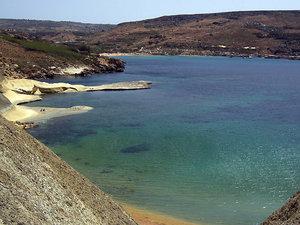 Море слева от перешейка