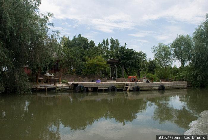Эта и следующая фотография более типичны для поселений Вилковчан.