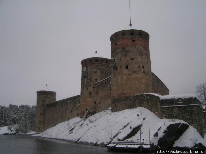 Бастионы и башни вблизи