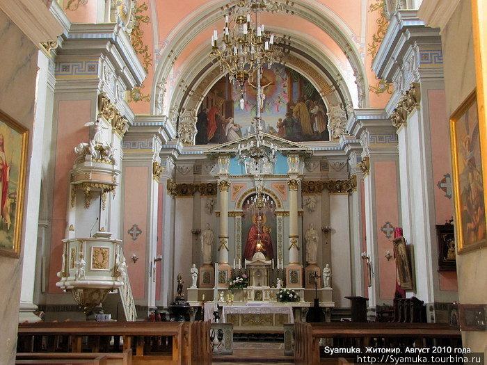 Внутренний вид костела Св. Софии.