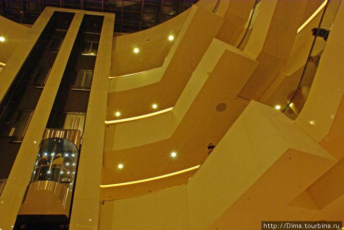 ...лифты, этажи...