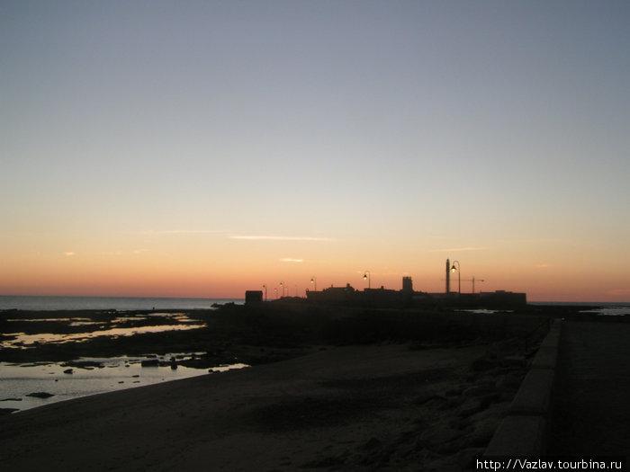 Крепость на фоне заката