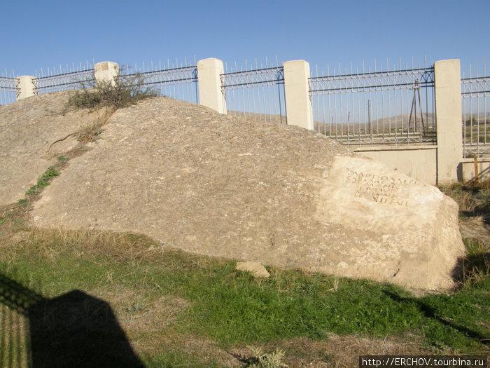 Камень с римской надписью