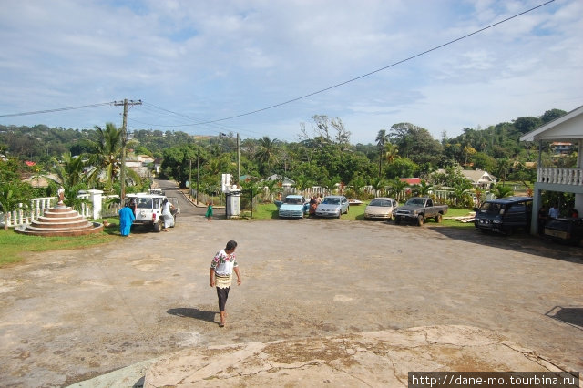 Площадь перед церковью Неиафу, Тонга