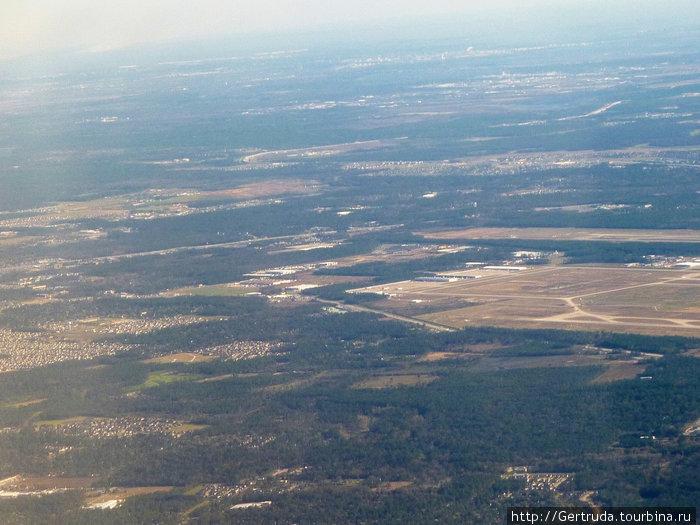 Подлетаем к Хьюстону — видна площадка аэропорта.