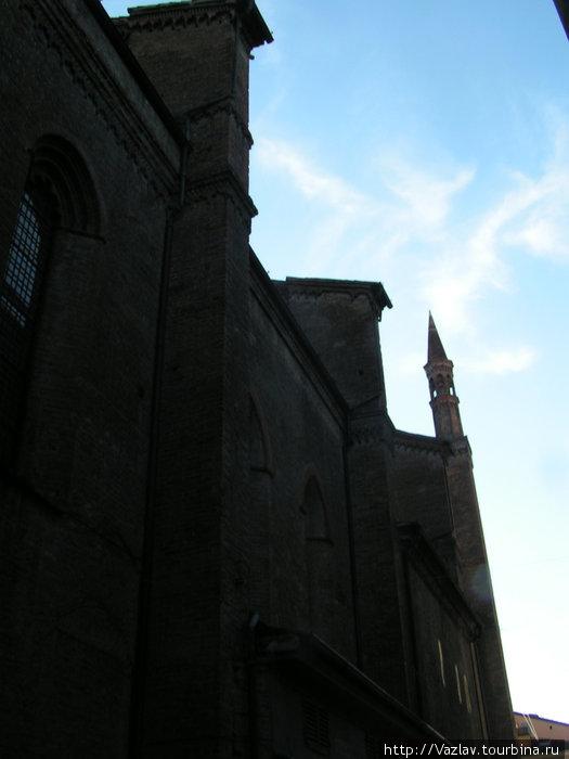 Боковой вид на церковь: снимок фасада, увы, не получился...