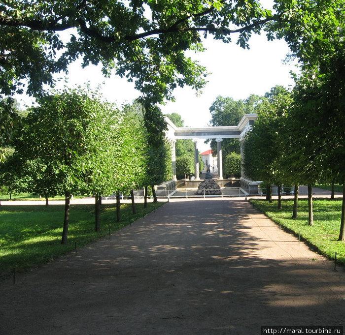 «Львиный каскад» — единственный каскад фонтанов, расположенный не на склоне, а на равнине